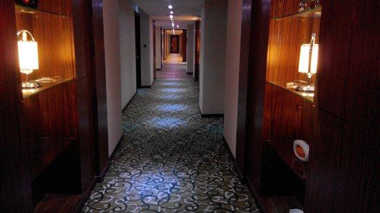 Meritz Hotel: lobby walkway