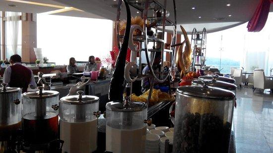 Meritz Hotel: Rooftop Floor-Breakfast Dining