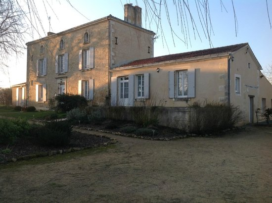Chambres d'Hotes Le Tilleul : Le Tilleul van af de gratis parkeerplaats