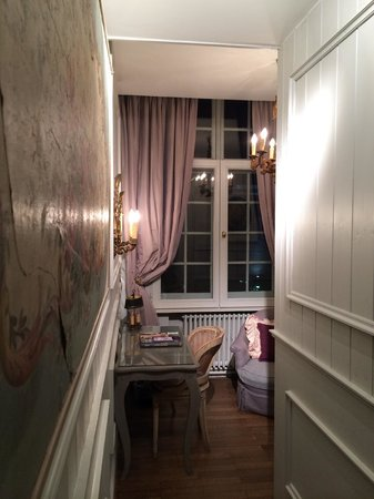 Guesthouse Bonifacius: Corridor through to the sitting area