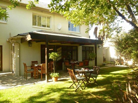 Rustenbosch Guest House : Gartenansicht