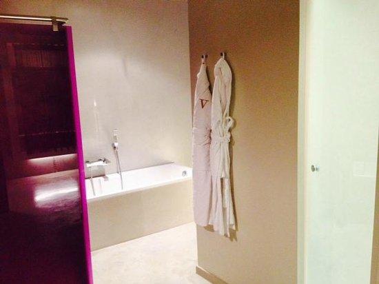 Hotel Viura: Baño