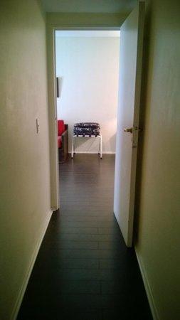 Sarmiento Suites Apartment Hotel: Pasillo hacia el comedor