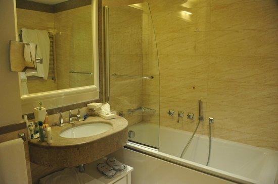 UNA Maison Milano: Ванная комната