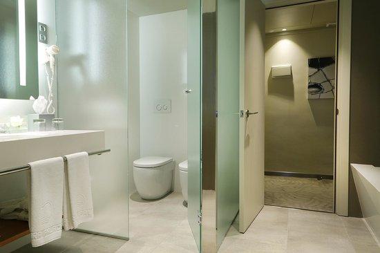Crowne Plaza Barcelona - Fira Center: Baño / Bathroom