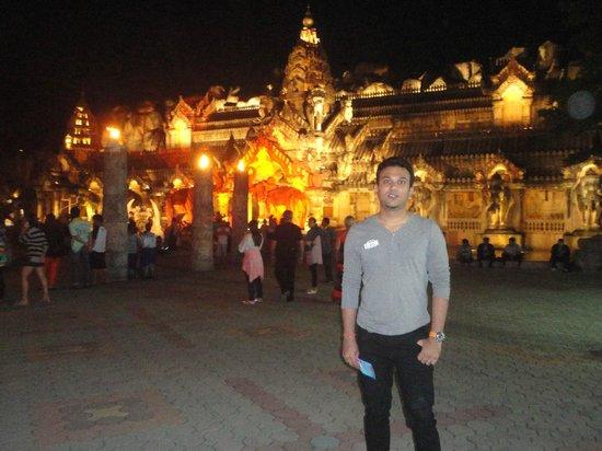 Phuket FantaSea: Must visit..