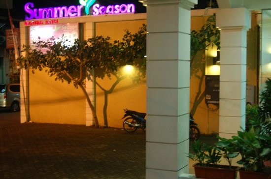 Summer Season Boutique Hotel: entrance night time