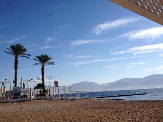 U Coral Beach Club Eilat: Plage au lever du soleil