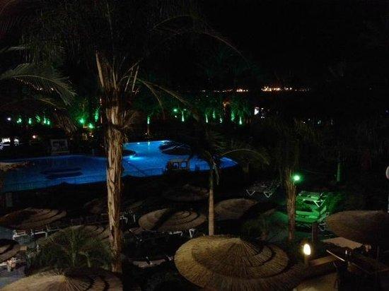 U Coral Beach Club Eilat: Piscine de nuit