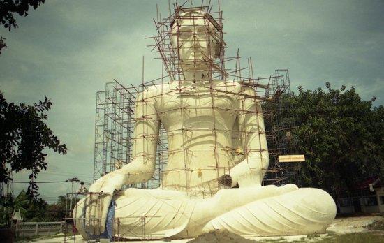 Karon View Point: Il grande Budda in costruzione