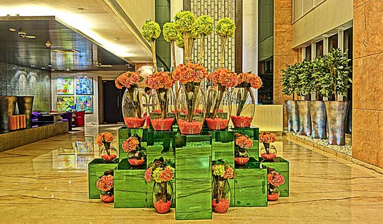 E Hotel: Beautiful lobby