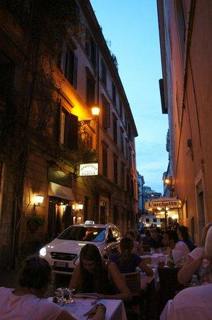 L'Archetto restaurant (street)