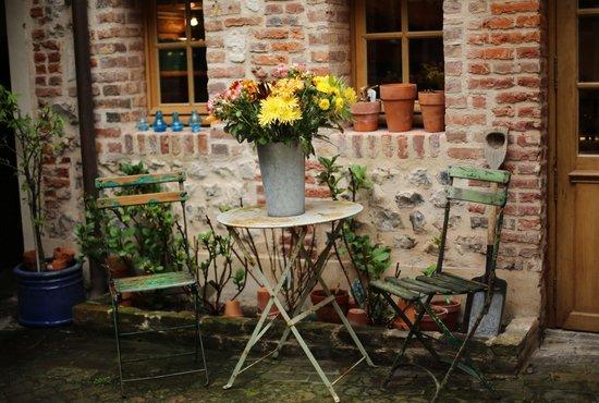 A l'ecole buissonniere: Внутренний дворик