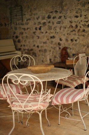 A l'ecole buissonniere : Во внутреннем дворике