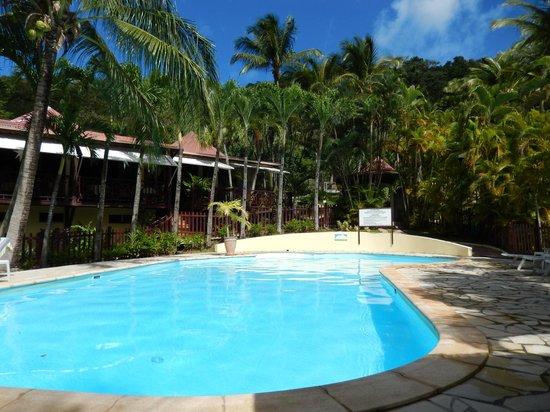 Habitation Grande Anse: piscina hotel