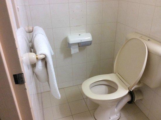 Comfort Hotel Adelaide Riviera: Toilet