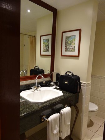 InterContinental Tahiti Resort & Spa : bathroom vanity