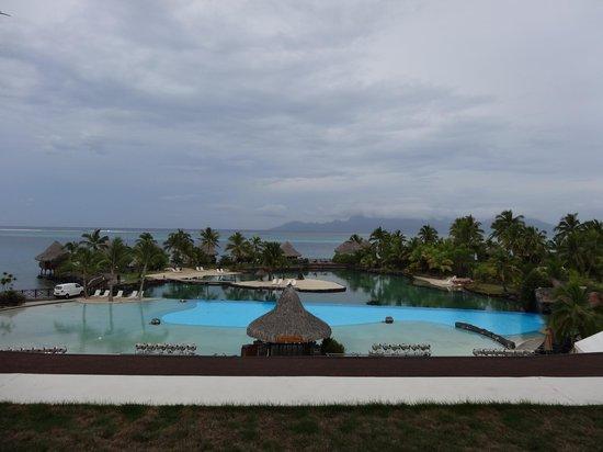 InterContinental Tahiti Resort & Spa : Lagoon pool overlooking ocean