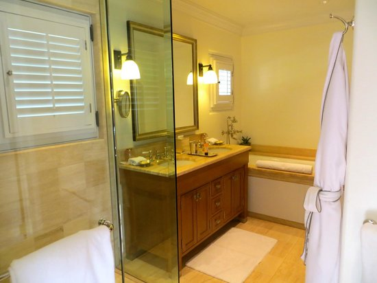 Belmond El Encanto : Photo of part of bathroom - large walk in shower and an oversized deep bath.