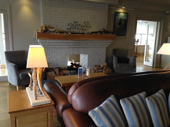 St Brides Spa Hotel : section of the bar with plenty of comfortable seating