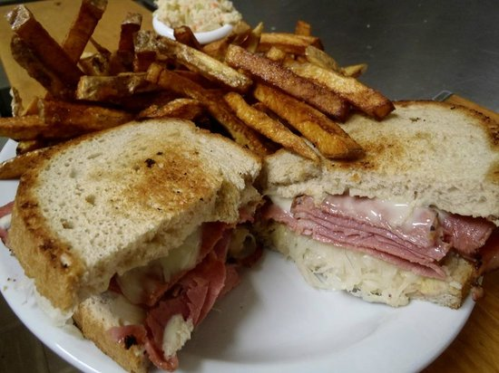 Saltspray Cafe Too: Reuben Platter