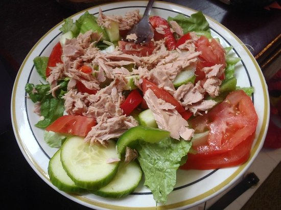 Saltspray Cafe Too: Tuna Garden Salad