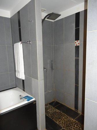 Manava Suite Resort Tahiti : Shower (really great shower)