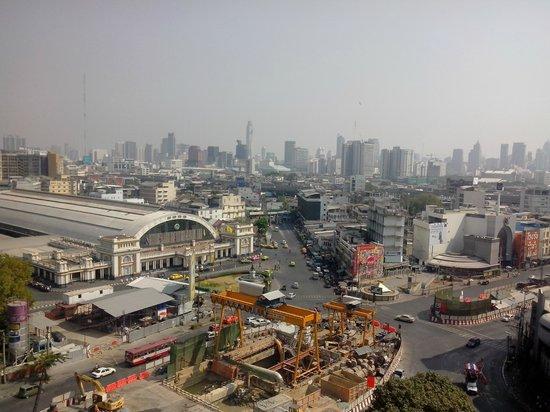 Centra Central Station Hotel Bangkok: la gare est vraiment proche..