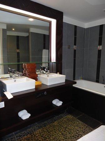 Manava Suite Resort Tahiti : Bathroom