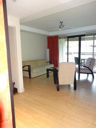 Manava Suite Resort Tahiti : Lounge with balcony