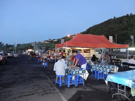 Manava Suite Resort Tahiti: Night time street food vans