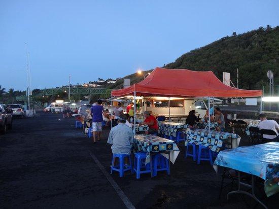 Manava Suite Resort Tahiti: Night time food vans