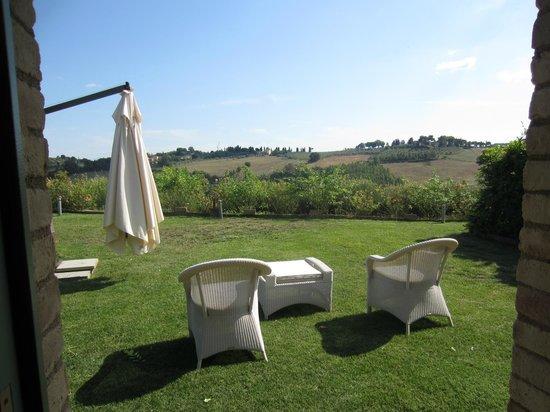 Agriturismo Il Castagno: vue depuis la suite avec jardin privatif