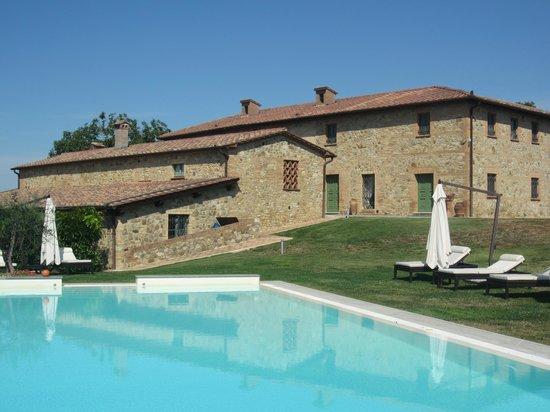 Villa il Castagno Wine Resort & Restaurant: les chambres vues de la piscine