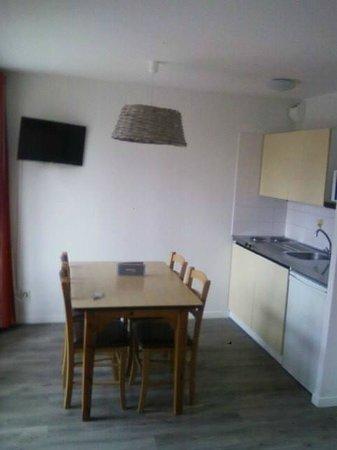 Hotel Residence Hippotel: la cuisine salle à mangé