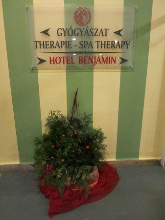 Hunguest Helios Hotel Anna: Переход от корпуса Бенджамин в корпус Анна