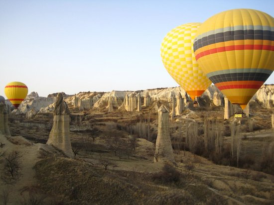 Descending to Love Valley - Picture of Urgup Hot Air ...