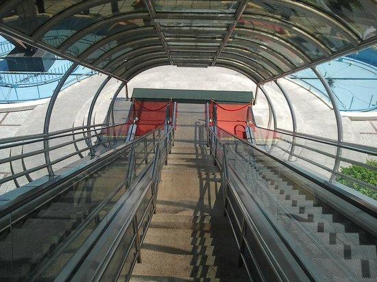 Sanya Pearl River Garden Hotel: Эскалатор на пляж!