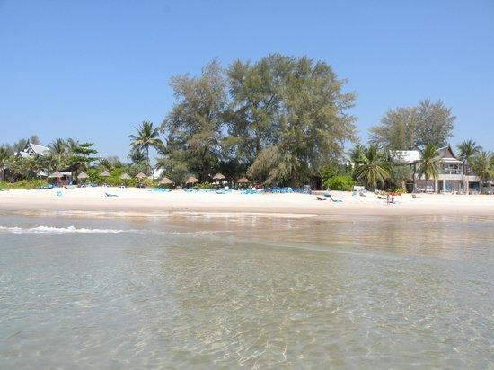 Natai Beach Resort & Spa, Phang-nga: spiaggia maikhao