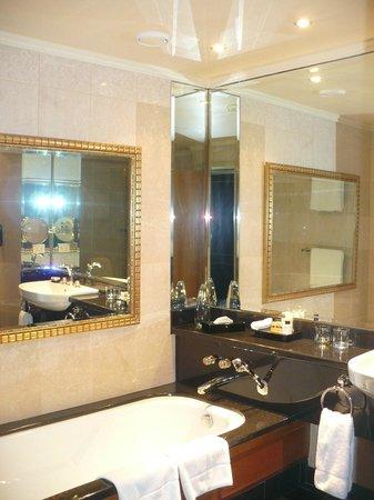 Hyatt Regency Johannesburg : bathroom