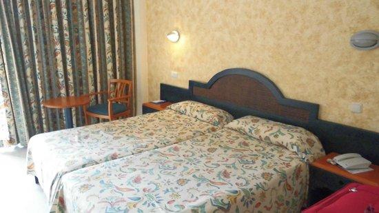 azuLine Hotel Coral Beach: Habitacion