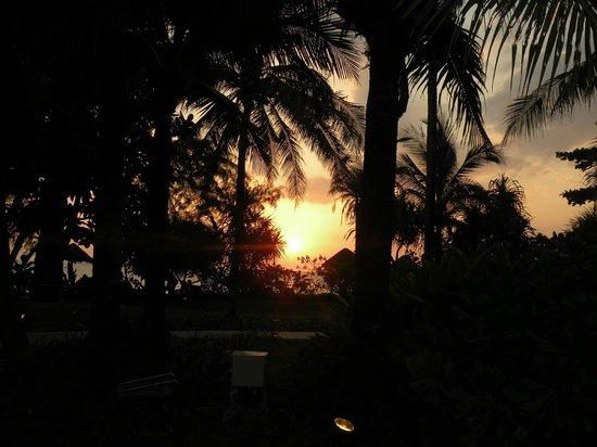Natai Beach Resort & Spa, Phang-nga: tramonto maikhao