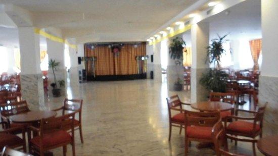azuLine Hotel Coral Beach: Zona de actividades y sala de baile