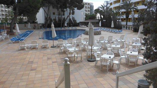azuLine Hotel Coral Beach: Zona piscina y juegos