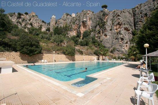 Cases Noves: El Castell de Guadalest - Piscina municipal - public pool