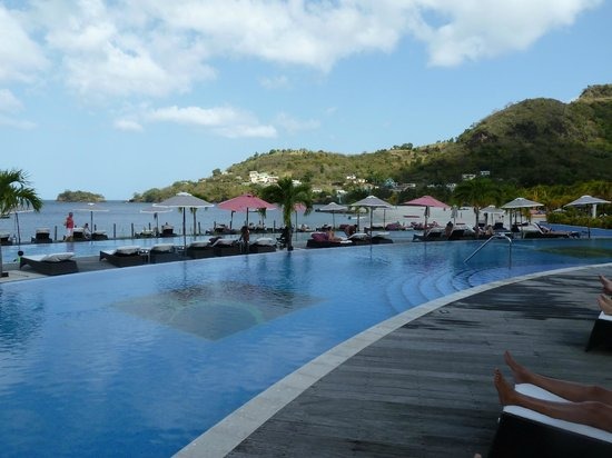 Buccament Bay Resort - TEMPORARILY CLOSED: Lovely safe warm pools