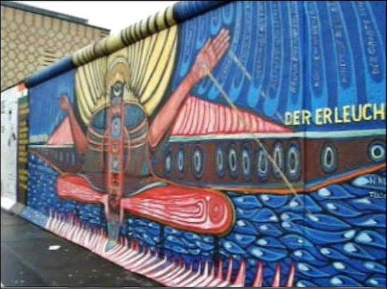 Oberbaum Bridge: Берлинская Стена возле моста Обербаумбрюкке