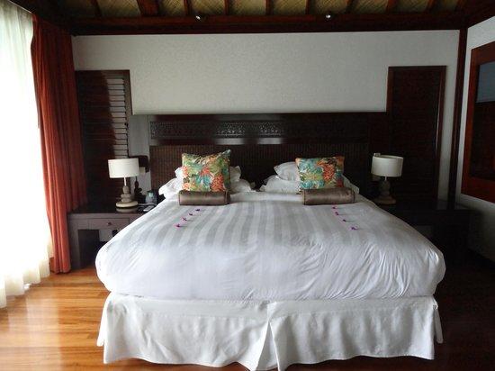 Hilton Moorea Lagoon Resort & Spa : King bed