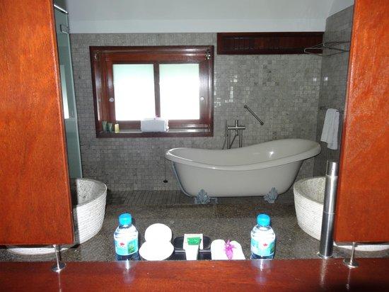 Hilton Moorea Lagoon Resort & Spa : Bathroom