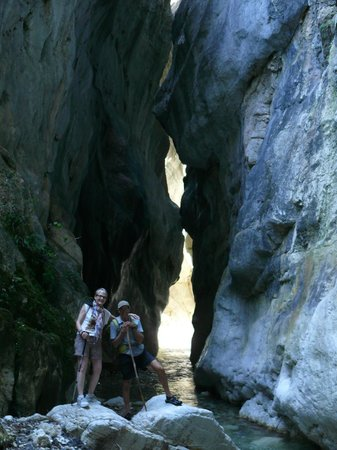 Driftwood Retreat and Eco-Tours : Ecotour - hike to gorge